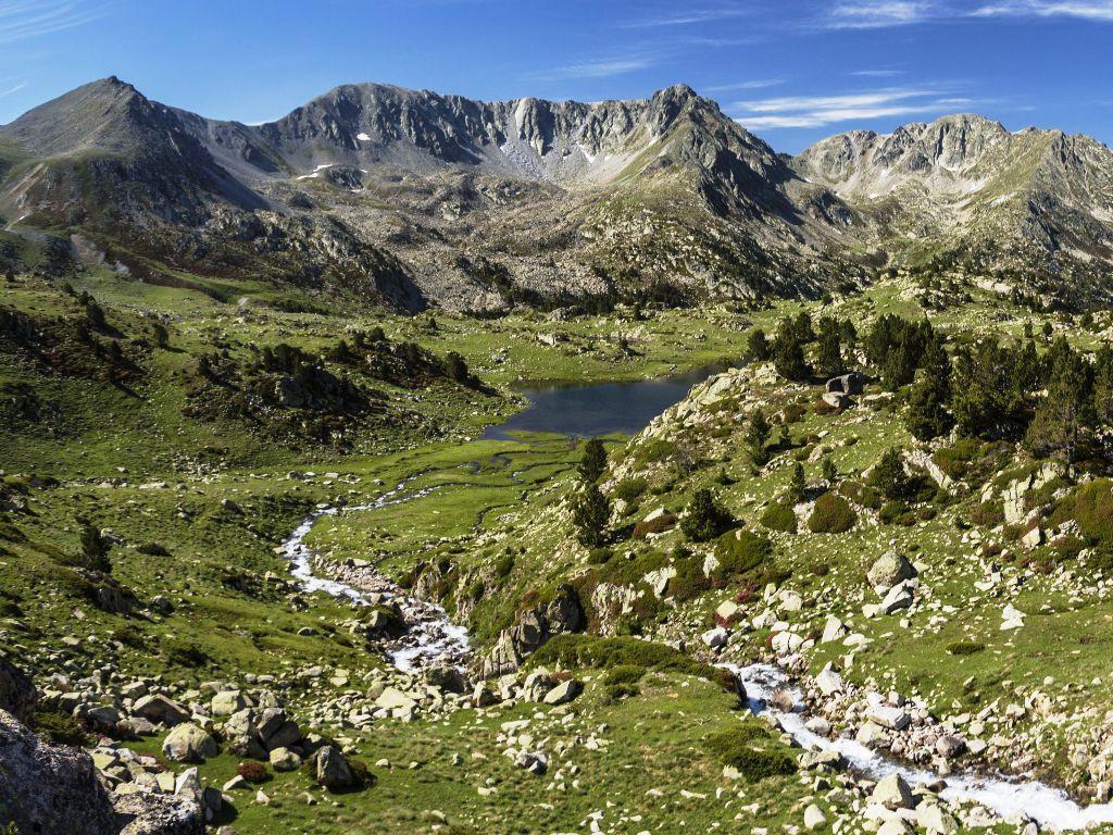 http://www.santbernatapartaments.com/wp-content/uploads/2015/04/vall-del-madriu-andorra-1024x768.jpg